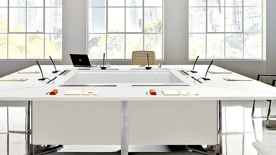 светлое оформление офиса для переговоров