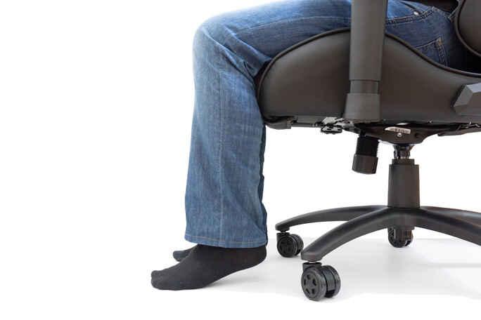 не достают ноги в кресле до пола